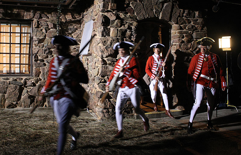 Soldiers run out after the highwayman