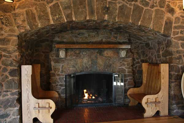 The Highwayman - The fireplace with the settles